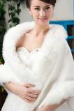 Zimowa suknia ślubna bez ramieni