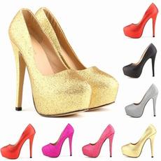 Błyszczące szpilki ślubne buty mody ślubnej