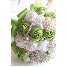 Nowe ręcznie robione świeże owoce panna młoda trzyma kwiaty